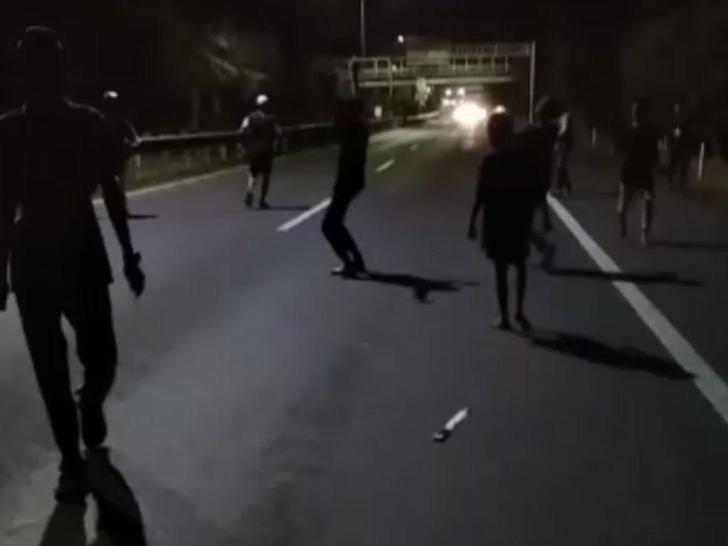 Dor! Polisi Lepas Tembakan ke Udara saat Bubarkan Tawuran di Makassar