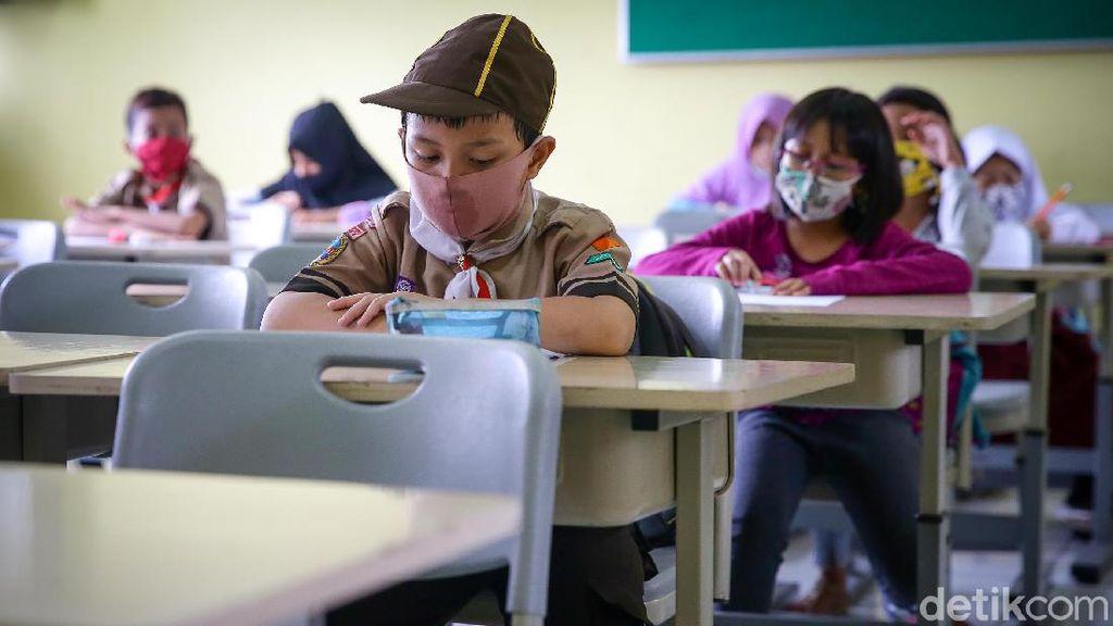 Suasana Tes Mutasi Siswa Sekolah Dasar di Jakarta