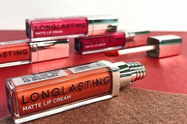 LT Pro Long Lasting Matte Lip Cream adalah salah satu lipstik anti luntur yang recommended selama bepergian pakai masker