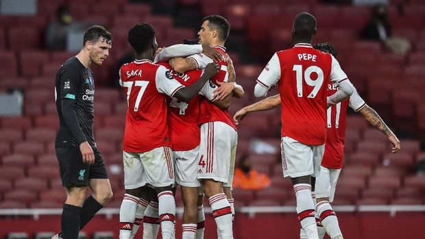 Arsenal players celebrate after scoring their second goal during the English Premier League soccer match between Arsenal and Liverpool at the Emirates Stadium in London, England, Wednesday, July 15, 2020. Glyn Kirk/Pool via AP)