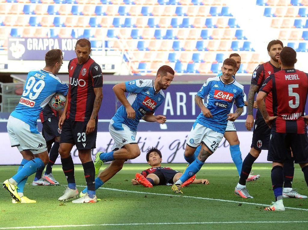 Bologna Vs Napoli Imbang 1-1