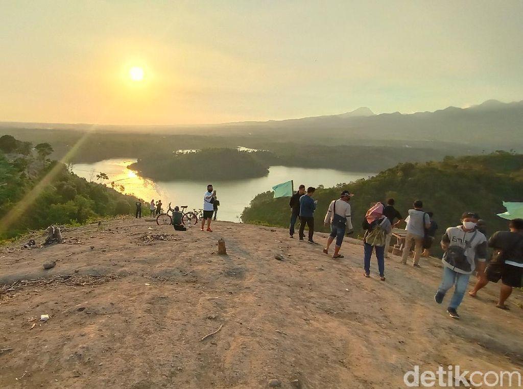 Potret Bukit Raja Ampat tapi Bukan di Papua