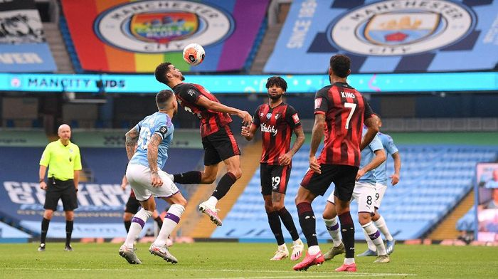 MANCHESTER, ENGLAND - JULY 15: Dominic Solanke of AFC Bournemouth heads the ball during the Premier League match between Manchester City and AFC Bournemouth  at Etihad Stadium on July 15, 2020 in Manchester, England. Football Stadiums around Europe remain empty due to the Coronavirus Pandemic as Government social distancing laws prohibit fans inside venues resulting in all fixtures being played behind closed doors. (Photo by Laurence Griffiths/Getty Images)