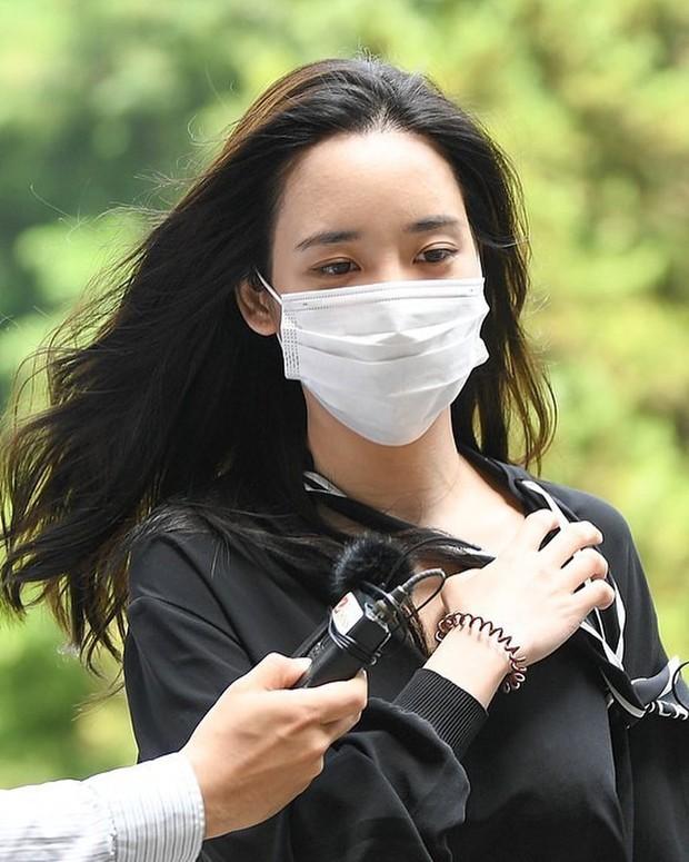 Han Seo Hee mendatangi undangan pengadilan