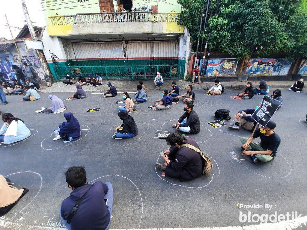 Demo Gejayan Memanggil Tolak Omnibus Law Terapkan Physcal Distancing