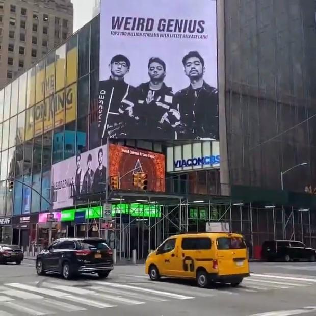 Lagu Lathi telah diputar mencapai 100 juta kali atau stream di platform digital. Hal inil yang membuat Weird Geniusbisa terpampang di baliho digital di Times Square.