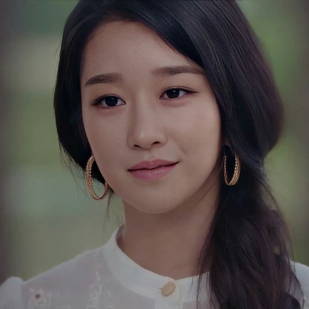 Seo Ye Ji dengan Feathered Eyebrow