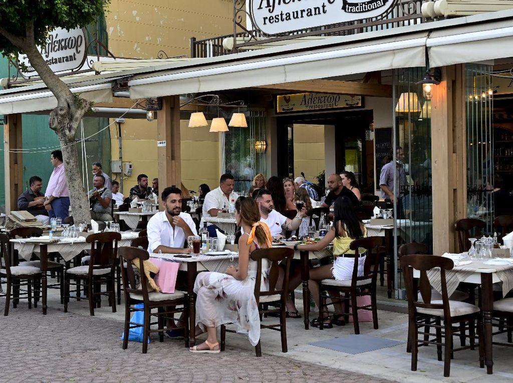 Langgar Aturan, Pemilik Bar di Yunani Pasrah Didenda Rp 174 Juta