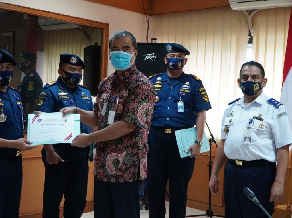 Kejar Kapal Ikan China, PLP Tanjung Uban Dapat Penghargaan Kemenhub