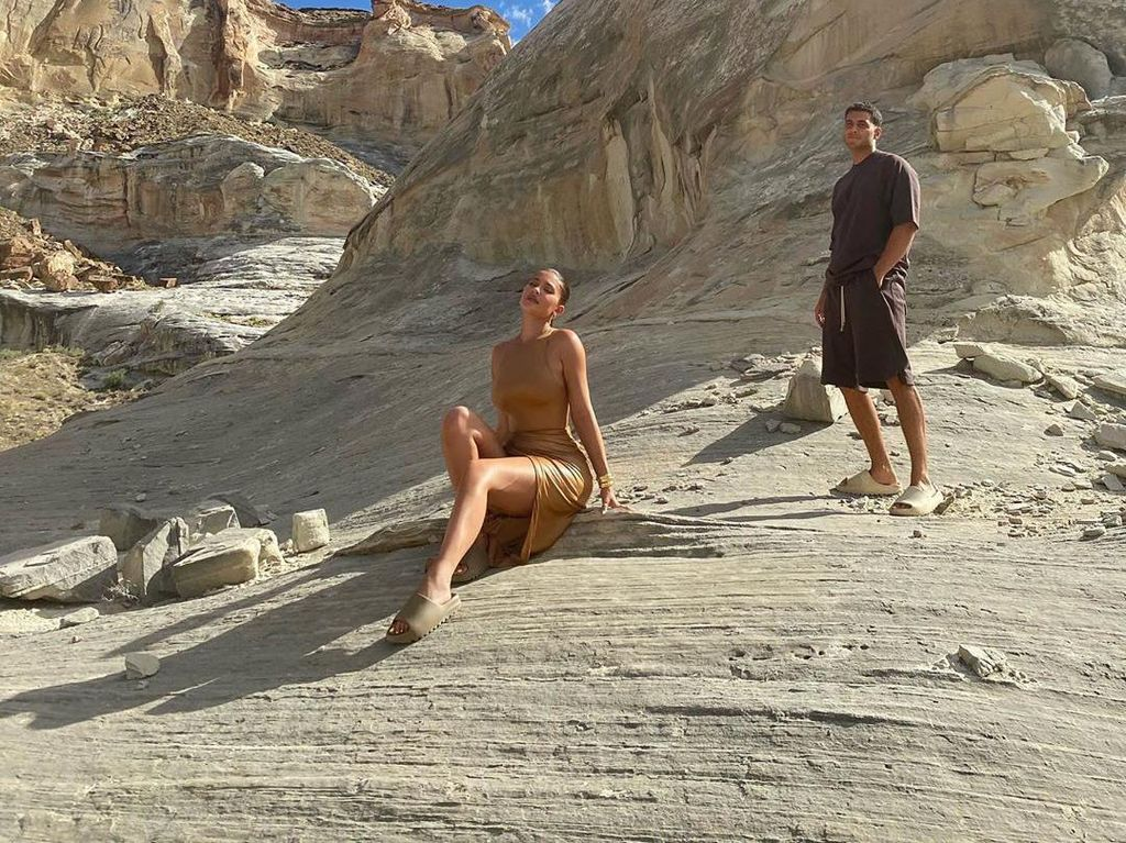 Pose Bikini di Tanah Keramat Indian, Kylie Jenner Dikritik