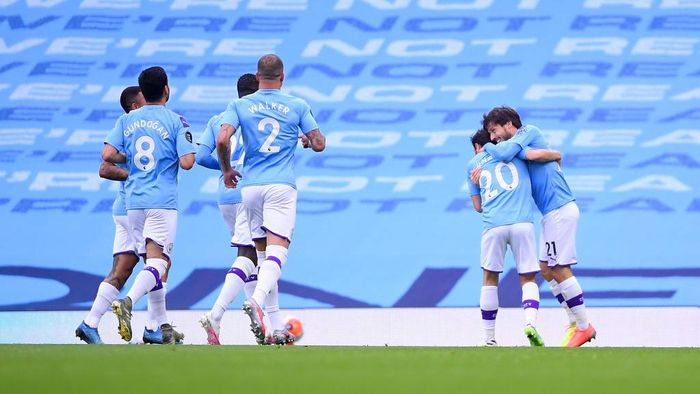 MANCHESTER, ENGLAND - JULY 15: David Silva of Manchester City celebrates with his team after scoring his team first goal during the Premier League match between Manchester City and AFC Bournemouth  at Etihad Stadium on July 15, 2020 in Manchester, England. Football Stadiums around Europe remain empty due to the Coronavirus Pandemic as Government social distancing laws prohibit fans inside venues resulting in all fixtures being played behind closed doors. (Photo by Laurence Griffiths/Getty Images)