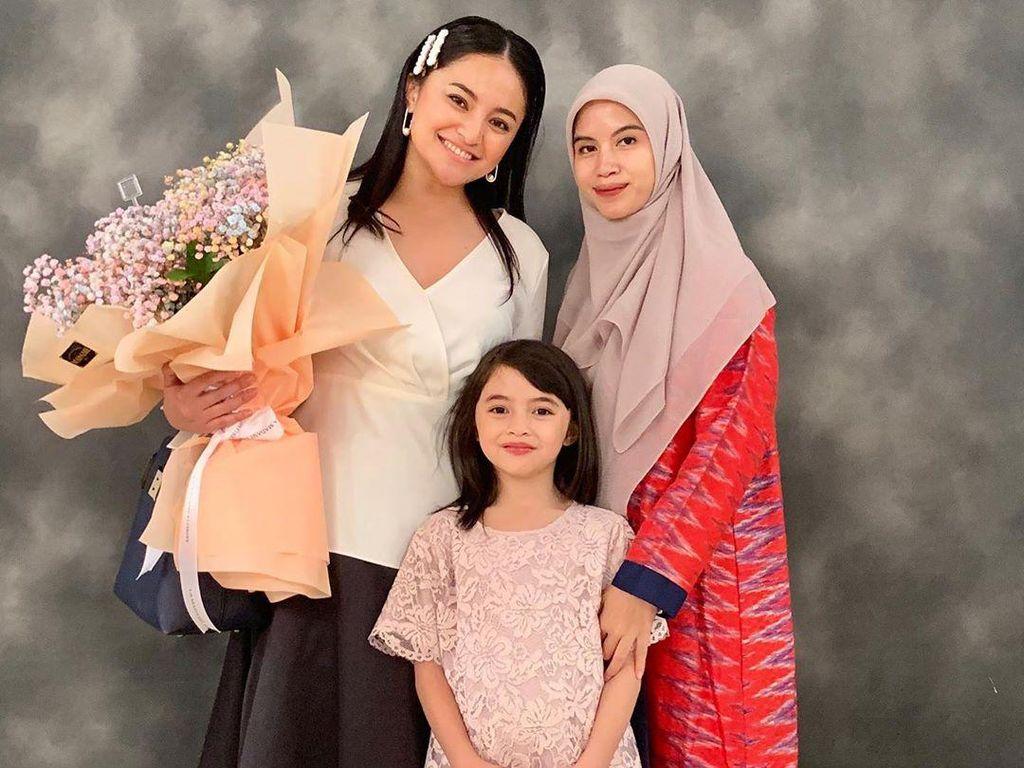 Marshanda Tuai Pujian karena Foto Bareng Istri Ben Kasyafani