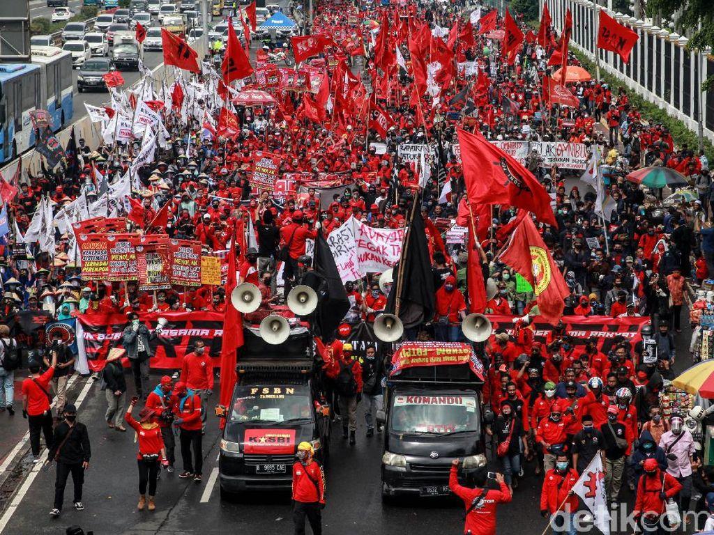 Massa Tak Jaga Jarak Saat Demo di DPR, Pimpinan Buruh: Ini di Luar Dugaan