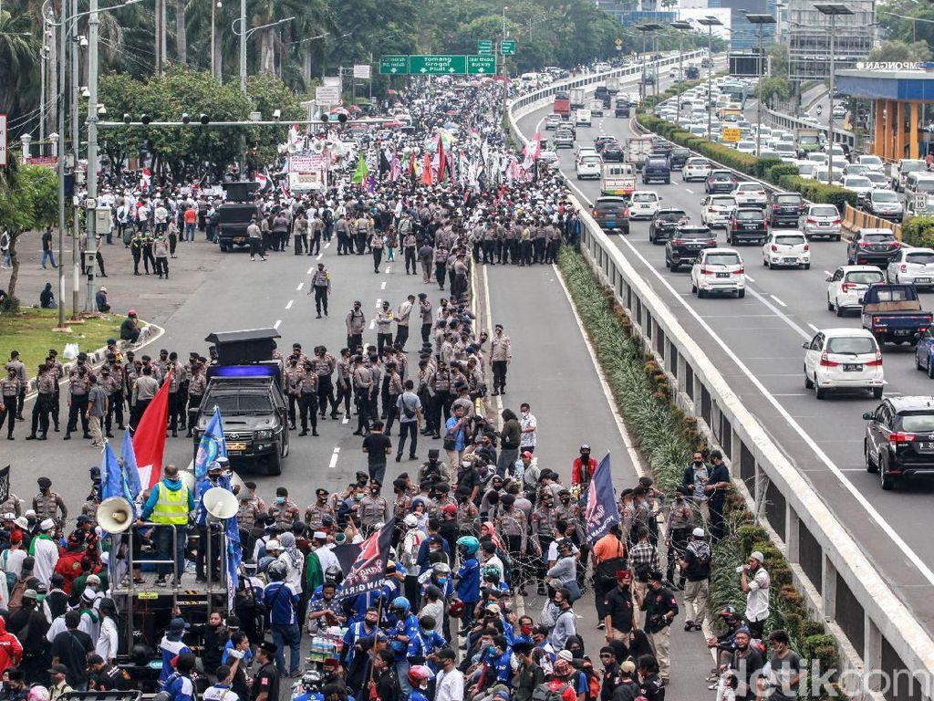 Ada Demo di DPR, TransJakarta Setop Rute Stasiun Palmerah-Tosari