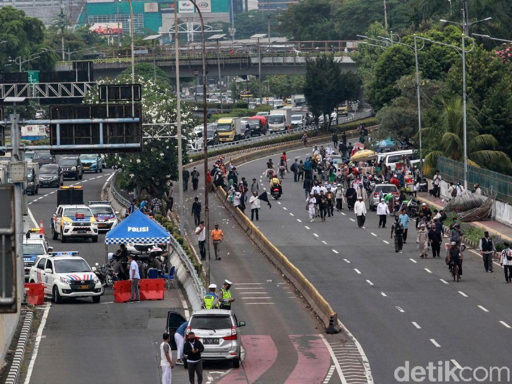 Video Massa PA 212 Demo di Depan Gedung DPR, Jalan Ditutup