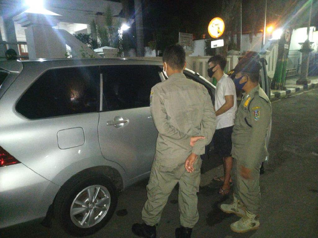 Satpol PP Panggil Ortu Muda Mudi yang Diamankan dari Mobil Bergoyang