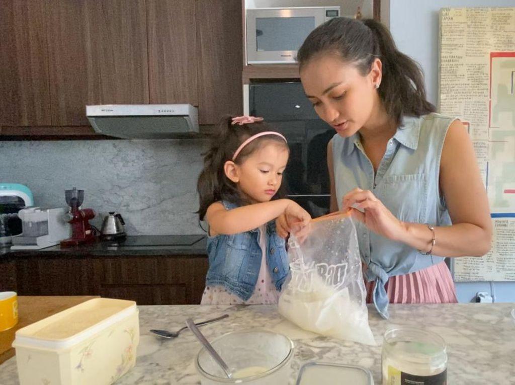 Serunya Para Selebriti Bereksperimen di Mola TV Family Challenge