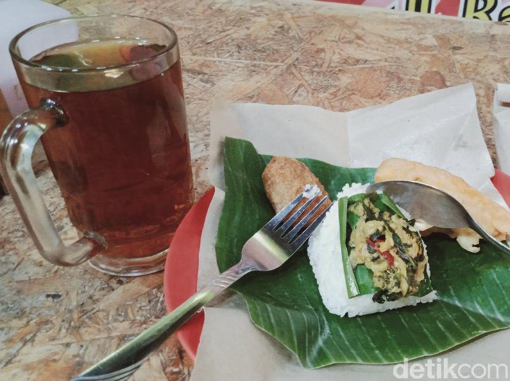 Penjual Angkringan Cantik di Klaten Ini Jual Nasi Pindang Kemangi Enak