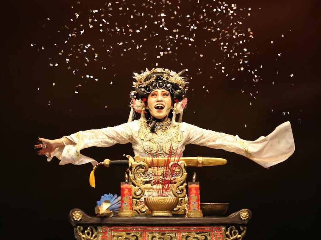 Pentas Opera Ular Putih Siap Sapa Virtual Penonton Teater