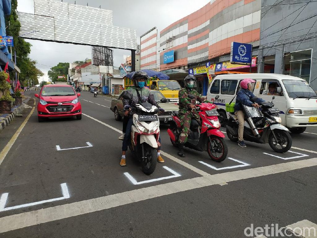 Physical Distancing di Traffic Light Ciamis, Serasa Mau Start Balapan