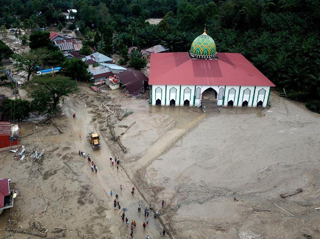 Luwu Utara Butuh Bantuan Alat Berat Bersihkan Lumpur Banjir Masamba