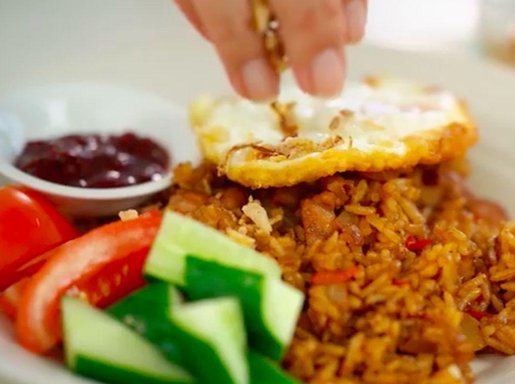 Ketika YouTuber Luar Negeri Bikin Resep Nasi Goreng Indonesia, Kayak Apa Ya?