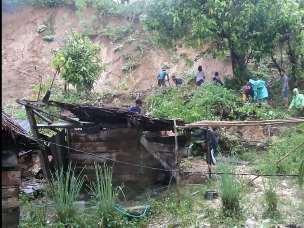 Hujan Deras, Rumah Warga Mamuju Tengah Rusak Diterjang Longsor