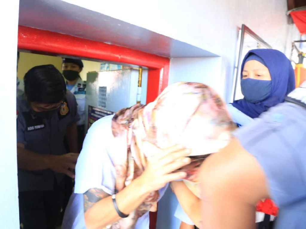Belum Dideportasi Usai Bebas, WN Aussie Sara Connor Ditahan di Detensi