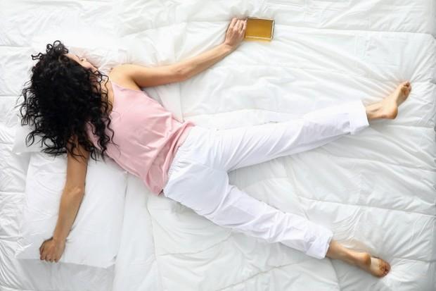 Posisi tidur yang tengkurap juga dapat membuat payudara mengendur.