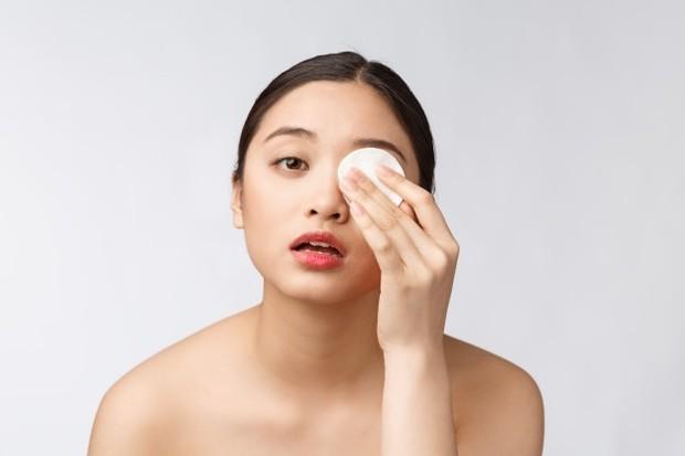 Tidak menghapus makeup satu arah