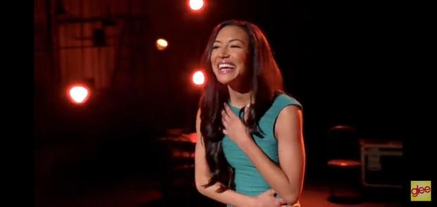 Penampilan Naya Rivera menyanyikan lagu Valerie di serial Glee.