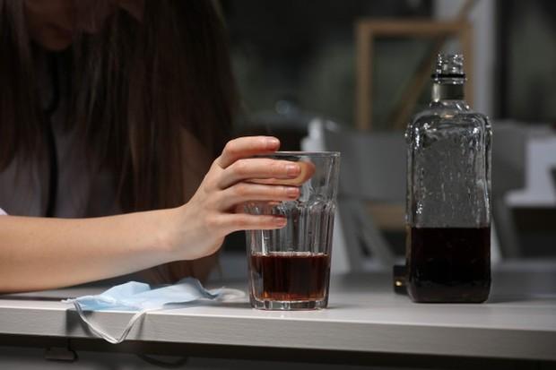 Sering minum alkohol juga dapat membuat payudara mengendur.