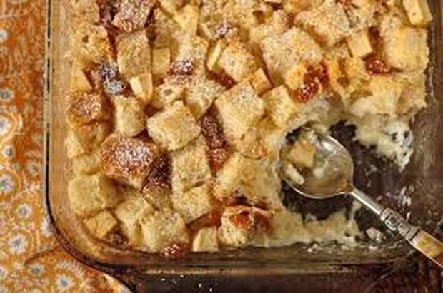 Selain menggunakan roti tawar, puding roti juga bisa dibuat  menggunakan roti gandum, roti sobek atau croissant.