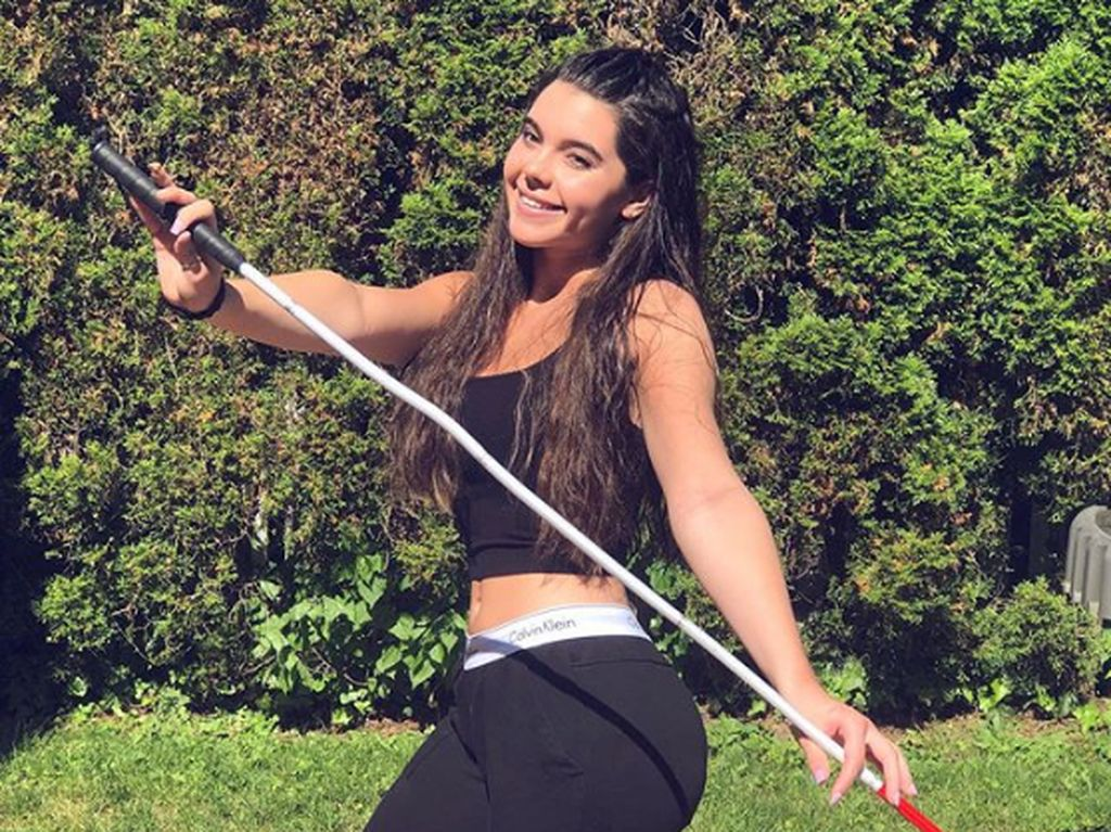 Potret Cantik Atlet Renang yang Buta karena Kena Penyakit Kelainan Genetik