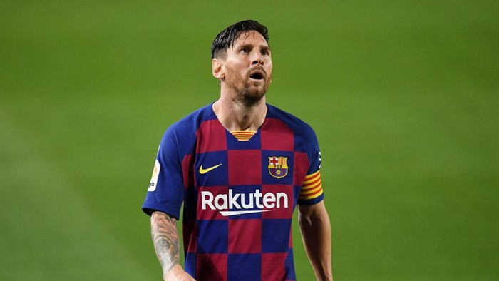 BARCELONA, SPAIN - JULY 16: Lionel Messi of FC Barcelona shows his disappointment during the Liga match between FC Barcelona and CA Osasuna at Camp Nou on July 16, 2020 in Barcelona, Spain. (Photo by David Ramos/Getty Images)
