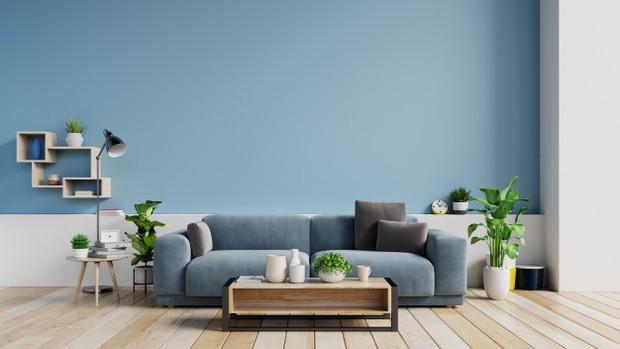 Penempatan dan pemilihan perabot juga membantu ruangan terlihat lebih luas dan lapang.