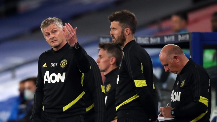 LONDON, ENGLAND - JULY 16: Ole Gunnar Solskjaer, Manager of Manchester United reacts during the Premier League match between Crystal Palace and Manchester United at Selhurst Park on July 16, 2020 in London, England. Football Stadiums around Europe remain empty due to the Coronavirus Pandemic as Government social distancing laws prohibit fans inside venues resulting in all fixtures being played behind closed doors. (Photo by Peter Cziborra/Pool via Getty Images)