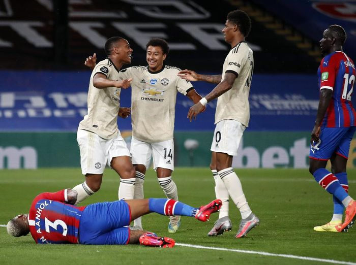 LONDON, ENGLAND - JULY 16: Anthony Martial of Manchester United celebrates after scoring his sides first goal as Patrick van Aanholt of Crystal Palace reacts during the Premier League match between Crystal Palace and Manchester United at Selhurst Park on July 16, 2020 in London, England. Football Stadiums around Europe remain empty due to the Coronavirus Pandemic as Government social distancing laws prohibit fans inside venues resulting in all fixtures being played behind closed doors. (Photo by Peter Cziborra/Pool via Getty Images)