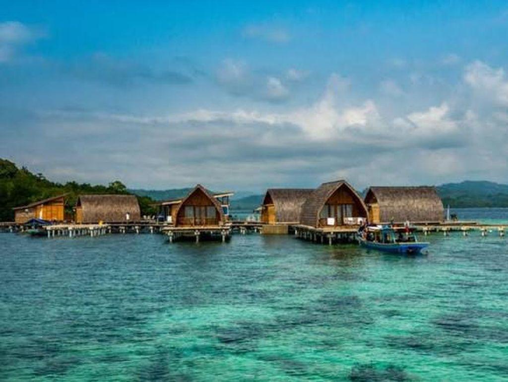 Celebrity on Vacation: Uniknya Pasir Timbul di Pulau Pahawang Kecil
