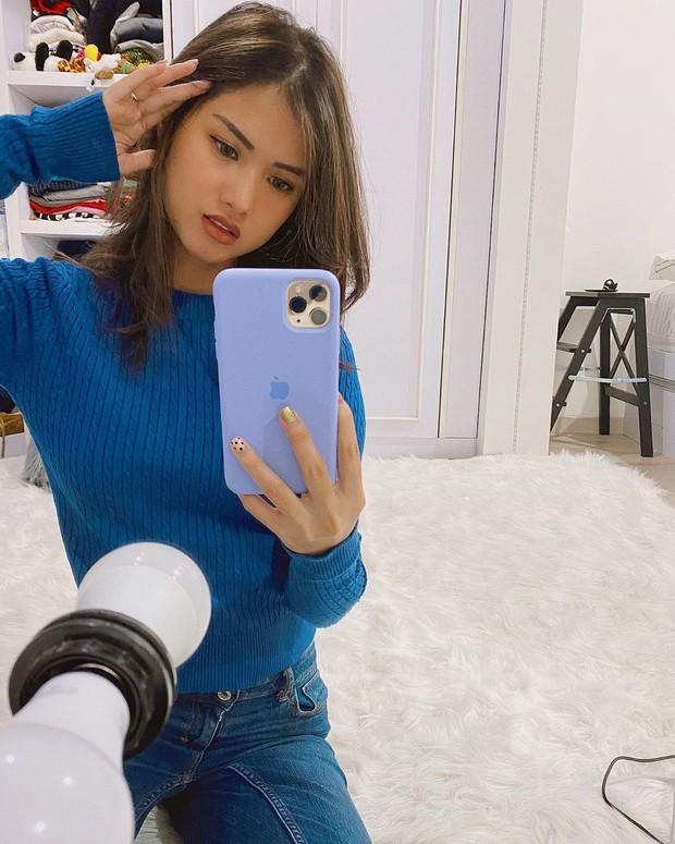 mirror Selfie Atries Angel