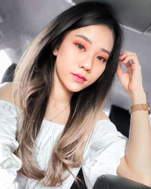 Jessica Jane memiliki paras oriental yang cantik dan manis, bahkan ia disebut mirip dengan Jisso BLACKPINK.