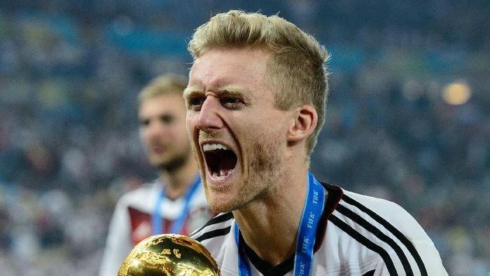 RIO DE JANEIRO, BRAZIL - JULY 13:  Andre Schuerrle celebrates with the World Cup trophy after defeating Argentina 1-0 in extra time during the 2014 FIFA World Cup Brazil Final match between Germany and Argentina at Maracana on July 13, 2014 in Rio de Janeiro, Brazil.  (Photo by Matthias Hangst/Getty Images)
