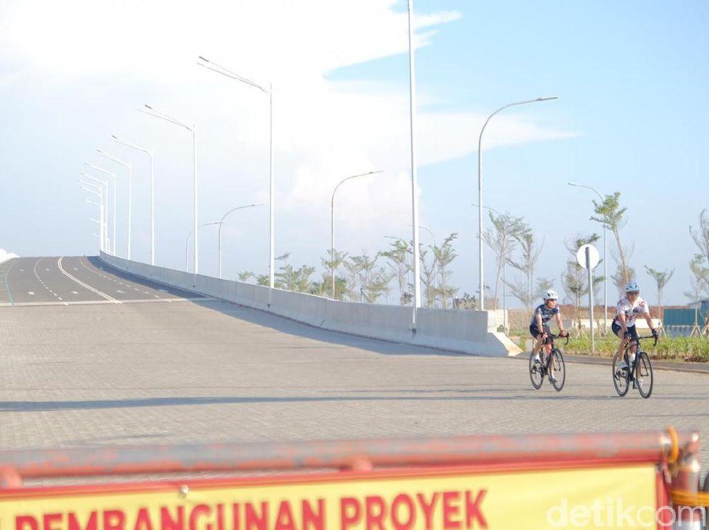 Lagi Hits di Kalangan Pesepeda, Begini Aturan Masuk Jembatan PIK 2
