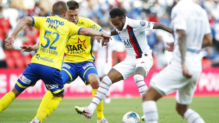 PSGs Neymar challenges for the ball during a friendly soccer match between Paris Saint Germain and Waasland-Beveren in Paris, Friday, July 17, 2020. (AP Photo/Christophe Ena)