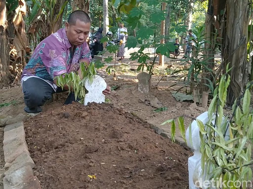Pilu Pekerja Sosial Ini Kuburkan Mr X yang Ternyata Anaknya Sendiri