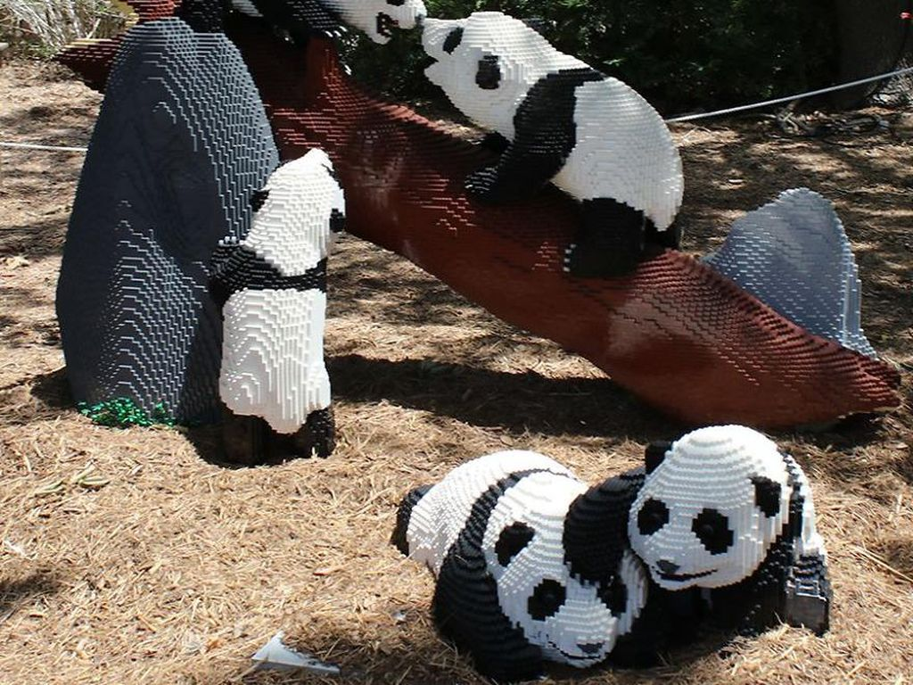 Kebun Binatang Ini Koleksi Hewan-hewan Lego, Cakep Banget!