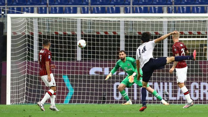 MILAN, ITALY - JULY 18:  Takehiro Tomiyasu #14 of Bologna FC scores his goal during the Serie A match between AC Milan and Bologna FC at Stadio Giuseppe Meazza on July 18, 2020 in Milan, Italy.  (Photo by Marco Luzzani/Getty Images)