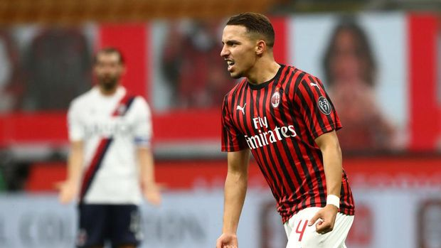 MILAN, ITALY - JULY 18:  Ismael Bennacer of AC Milan celebrates his goal during the Serie A match between AC Milan and Bologna FC at Stadio Giuseppe Meazza on July 18, 2020 in Milan, Italy.  (Photo by Marco Luzzani/Getty Images)