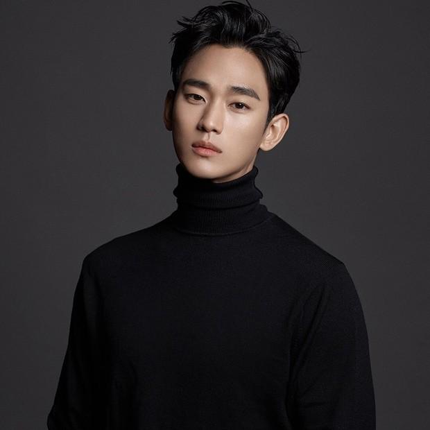 Kim Soo Hyun menjadi aktor Korea pertama yang memperoleh bayaran termahal 2020. Ia memperoleh bayaran 200 juta won per episode.