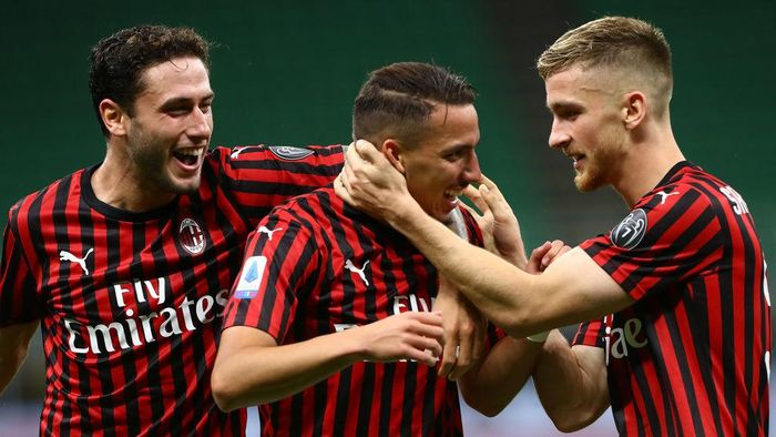 MILAN, ITALY - JULY 18:  Ismael Bennacer (C) of AC Milan celebrates his goal with his team-mates Alexis Saelemaekers (R) and Davide Calabria (L) during the Serie A match between AC Milan and Bologna FC at Stadio Giuseppe Meazza on July 18, 2020 in Milan, Italy.  (Photo by Marco Luzzani/Getty Images)